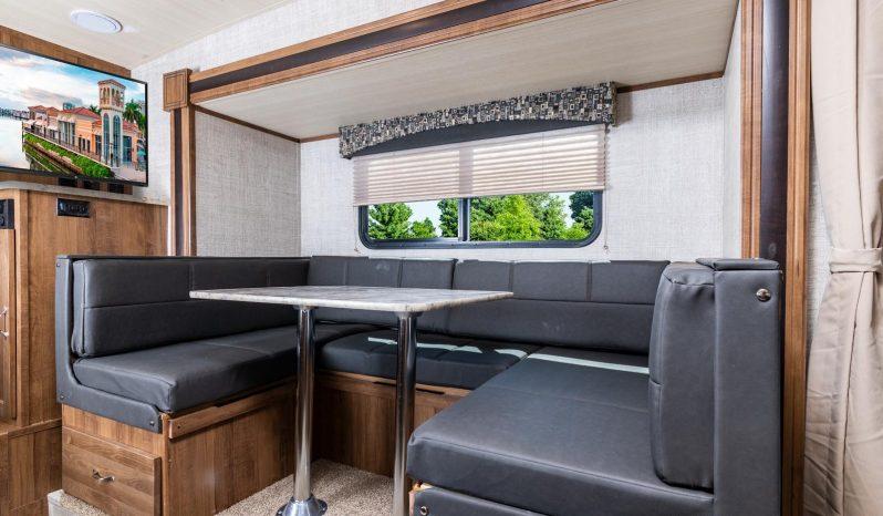 2022 Vista Cruiser 23MBS full